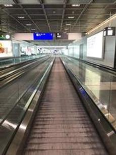 Frankfurt AirPort tom och öde.