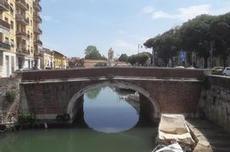 Kanalerna i Livorno är fina att strosa efter
