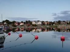 Sandvik på Öland, röda stugor och bojar
