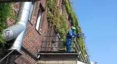 Installation högt upp på husvägg i Münster