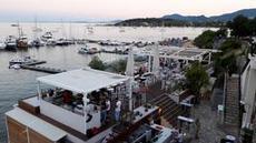 Utsikt över ankarliggarna i Korfu
