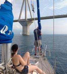 Passage under världens lägsta kabelhängbro