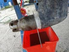 S-drevet töms på vattenblandad olja