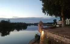 Utsikt från bro i Auxonne