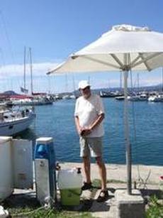 Vattenpåfyllning från kran, Pilos