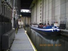 Tillsamamns med en Sightseeingbåt