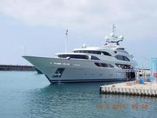 VÅR BÅT!! nej det va bara vår båtgranne som lämnade hamnen i Mataro efter att han sett Formula 1 loppet i Barcelona
