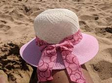 Ett måste med solhatt i varma Albufeira