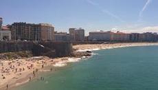 Citystranden med vågor i A Coruna
