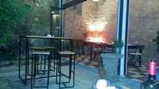 Mysig innergård på restaurangen i Caraminãl