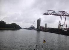 En hel del industrier längs kanalerna