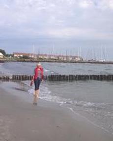 Barfota på stranden