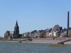Staden Rees i kanten av floden Rehn