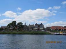 By längst Floden