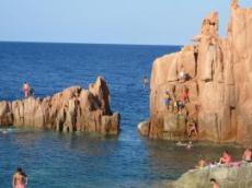 Simhopp från klipporna