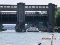 Första bron på väg in i Maastricht