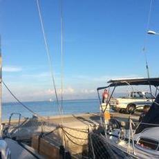 Pratar med fiskare Spiros om Greklands ekonomi