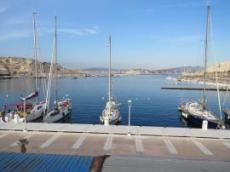 Ofelia med Marseille i bakgrunden