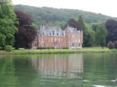 Slott vid floden
